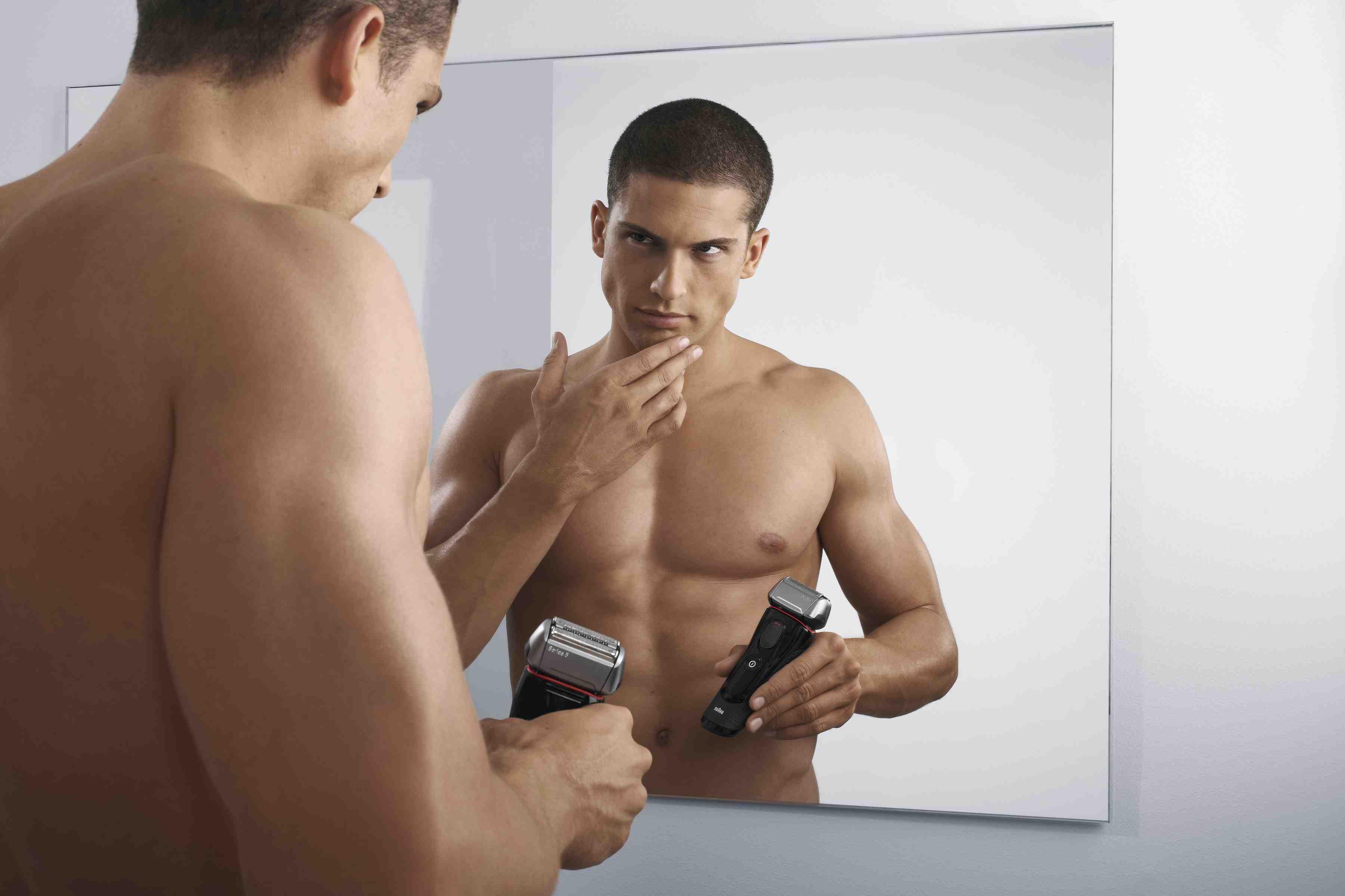 Comment bien se raser et avec quoi comment pr parer sa barbe au rasage - Comment utiliser un rasoir electrique ...